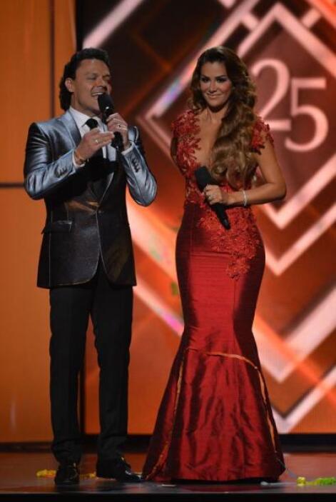 Pedro Fernández y Ninel Conde hicieron su aparición en el escenario para...