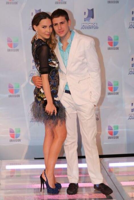 La artista acudió a Premios Juventud 2012  acompañada de su hermano, con...