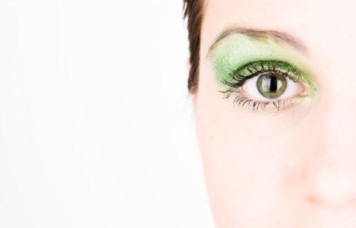 Este 'look' verde menta es ideal para los días, pero si quieres transfor...