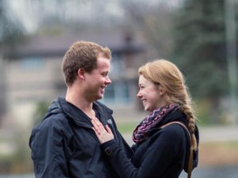 El momento en el que esta pareja se comprometió fue captado desde...