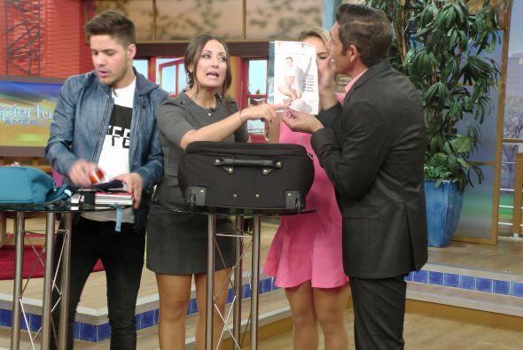 Johnny carga antiácidos, una foto de JLo y, ¿desodorante d...