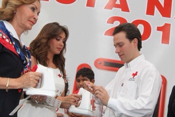Hasta conviviendo en actos públicos con su suegra, Leticia Coello Garrido.