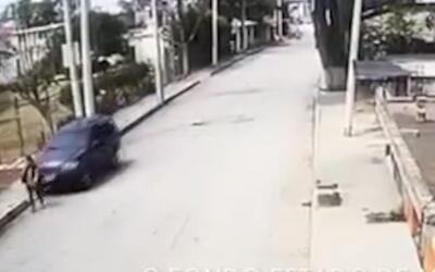 En video: Un conductor atropella una mujer en México y se da a la fuga