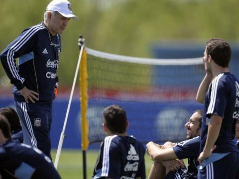 La selección argentina entrena pensando en su primer rival de las...