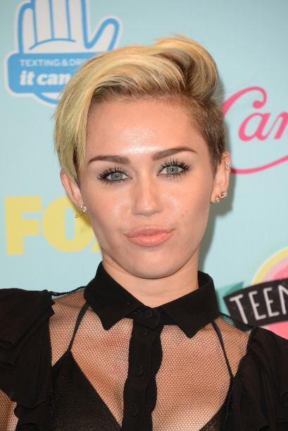Recién, Miley se cortó mucho el cabello y lo tiñ&oa...