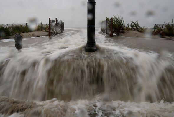 El mar se desbordó en Cape May, Nueva Jersey debido a los efectos...