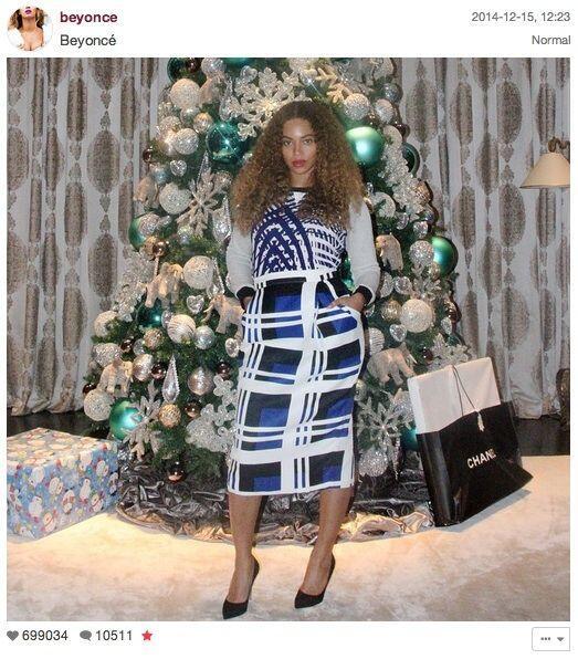 Y como Beyoncé no quería quedarse atrás, posó con su árbol de fondo.