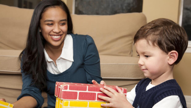 ¿Has contratado a una 'babysitter' adolescente?
