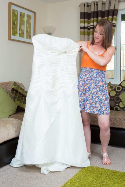 Vicky sigue sorprendida del tamaño de su vestido de novia.