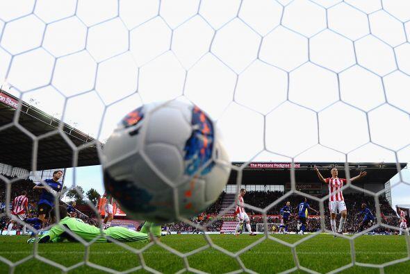 Stoke City se puso 1 a 1 y a partir de allí cerró sus filas y se dedico...