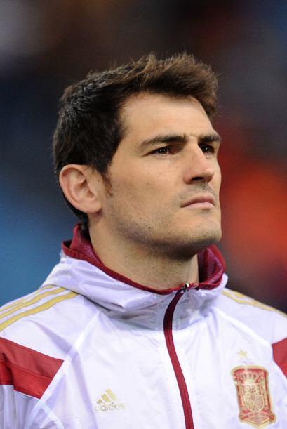 Iker Casillas es el capitán y arquero de su selección y del Real Madrid...