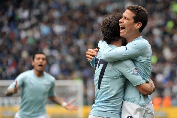 El equipo lazial venció al Bari por 1-0 con un gol de Hernanes.