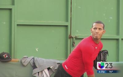 Peloteros cubanos en Dominicana esperan su oportunidad en la MLB