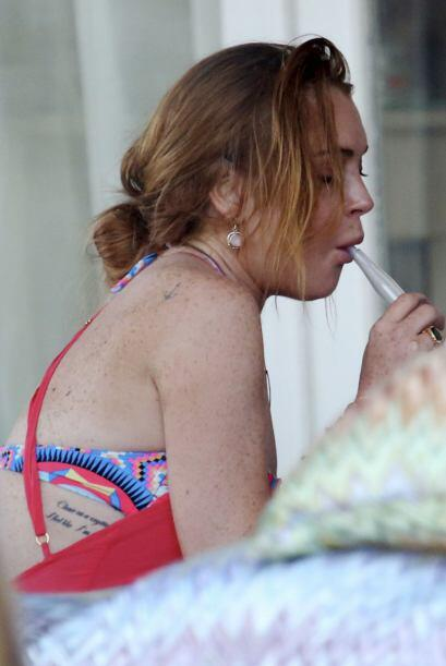 Pues durante las vacaciones de Lindsay en Mykonos, la vieron fumando la...