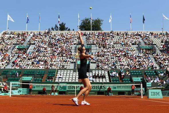 Sharapova la derrotó sin piedad por un contundente 6-0 y 6-0 en la prime...