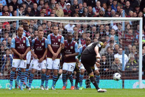 Lampard sacó de apuros a los 'Blues' en el duelo ante Aston Villa e hizo...