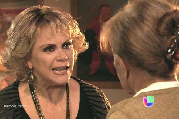 Rocío está segura que la amistad de su esposo con Isadora...