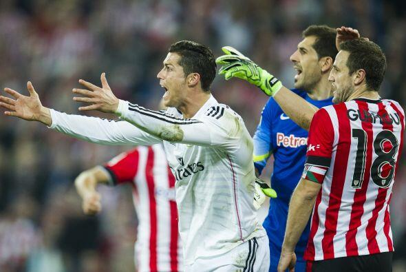 Ronaldo siguió enfrascado en una serie de reclamos y manotazos al...