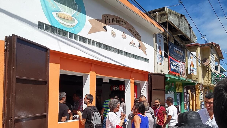 Inauguración de la Panadería La Perla, en la empobrecida comunidad del V...