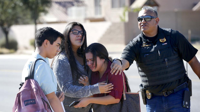 Dos estudiantes murieron baleadas en escuela de Arizona APTOPIX%20Arizon...
