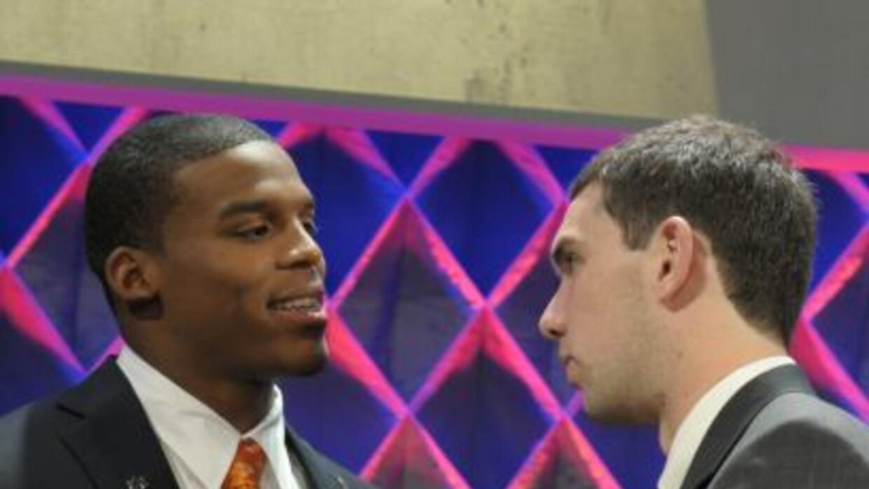 Andrew Luck y Cam Newton quieren llevar a sus equipos al Super Bowl (AP-...