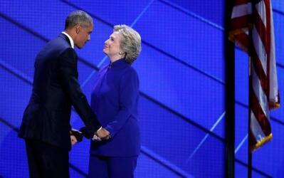 El presidente Barack Obama junto a Hillary Clinton durante la Convención...