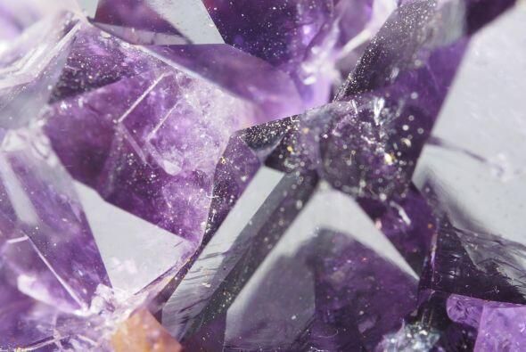 Así vemos que a veces un signo comparte piedras con otros, como e...
