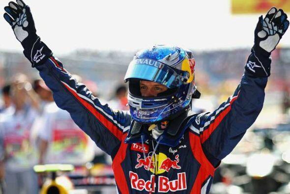 Vettel completó así otra exhibición de Red Bull al ganar el domingo el G...