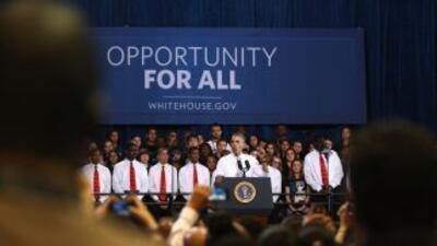 El presidente Barack Obama habla durante un evento en el Coral Reef Seni...
