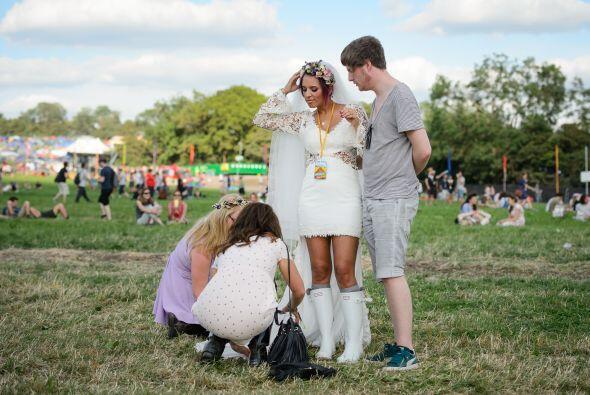 En lugar de tacones altos y 'glamourosos', la novia llevaba unas botas p...