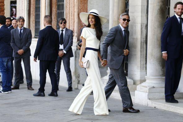 Corren rumores de que Clooney consiguió una órden de restricción contra...