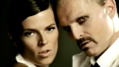 En el 2009, Miguel Bosé interpretó y grabó junto a...
