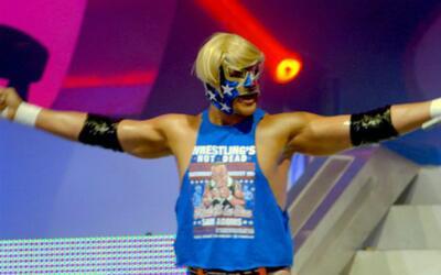 Luchador estadounidense provoca polémica en México por usar la imagen de...