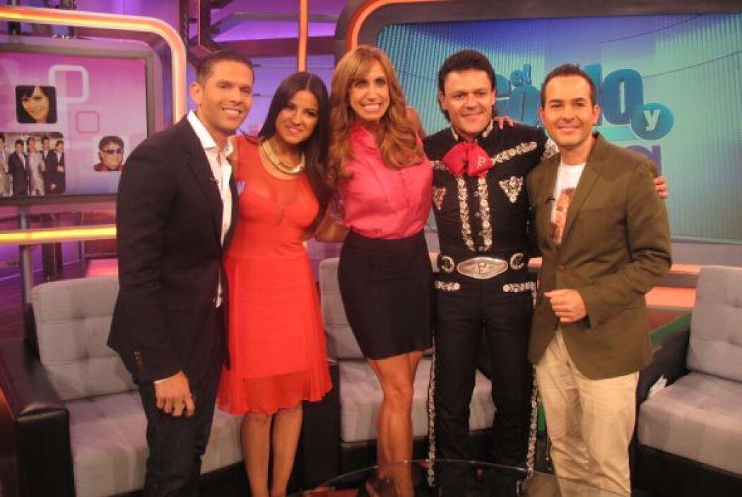 Del otro lado del país, en Miami, Lili Estefan y Carlos Calderón recibie...
