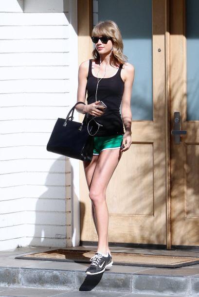 Hasta para ejercitarse Taylor luce genial, un súper look sport.