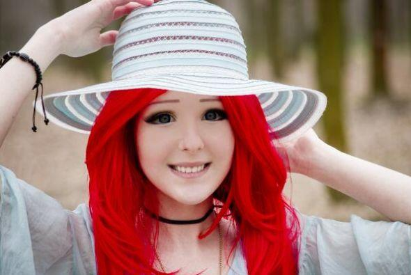 Para llamar la atención, tiñe su cabellera de este color rojo intenso.