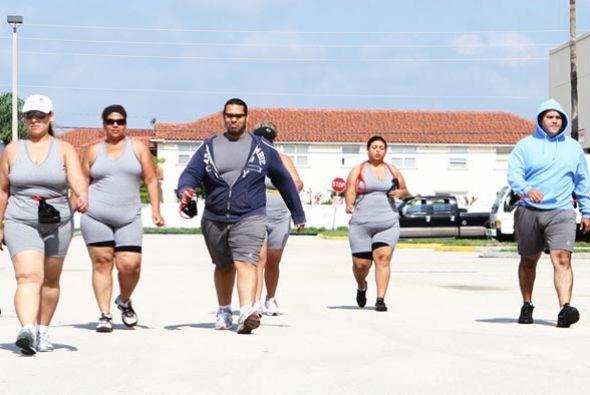 Un grupo de hombres y mujeres obesos quieren perder peso.