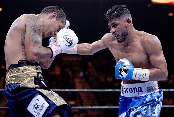 Abner Mares venció por decisión unánime al también mexicano Arturo Santo...