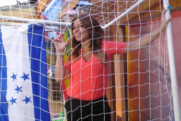 Otra que está ansiosa por que dé inicio el mundial, es la guapa Paola Gu...