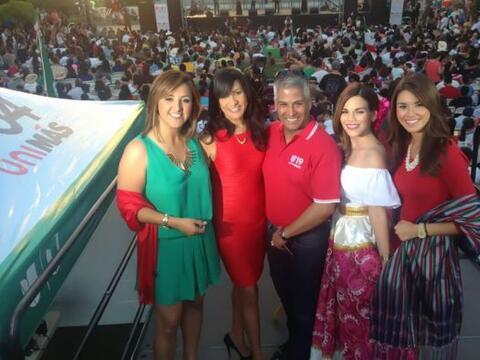 EL equipo de Univision 19 celebrando