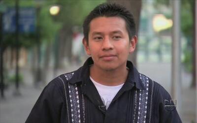 Miguel Villegas y su rap migratorio trilingüe en Aquí y Ahora