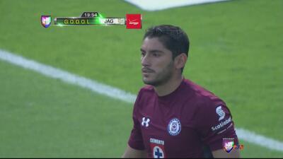Cruz Azul comete error infantil en defensa y Jaguares le hace un golazo