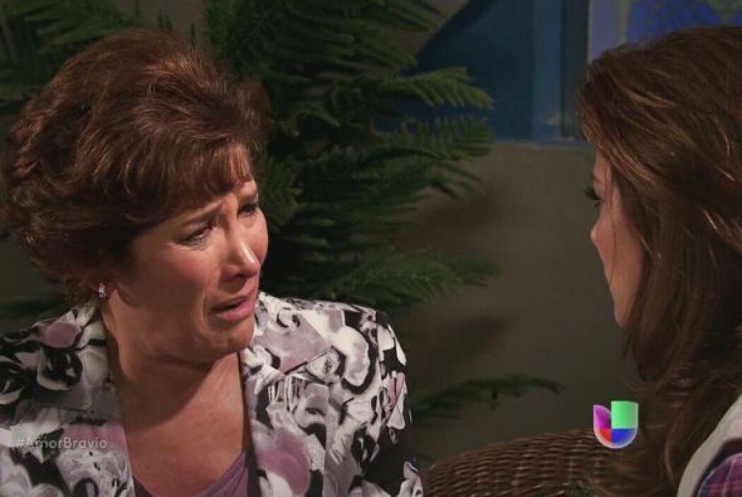 Agustina cree que Dionisio no sabe lo que ella pretende, pero Camila le...