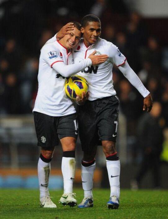 Todos los abrazos y felicitaciones fueron para Javier Hernández.