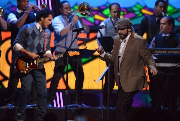 Juan Luis Guerra cantó 'En El Cielo No Hay Hospital'.