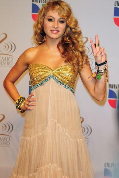 Para otra alfombra de Premio Lo Nuestro, la cantante optó por est...