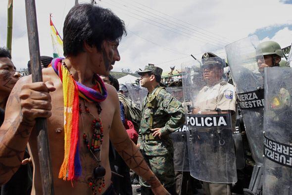 Correa enfrentó además al movimiento indígena de su país, por oponerse a...