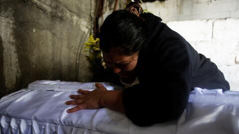 Murieron 40 niñas en un incendio en un albergue estatal en Guatemala, la...