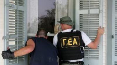 Entre otros lugares, los agentes allanaron depósitos, tiendas clandestin...