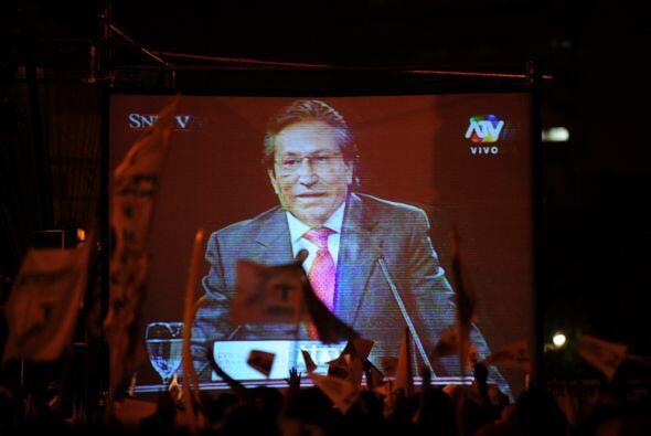 Alejandro Celestino Toledo Manrique es economista y político. Él resalto...